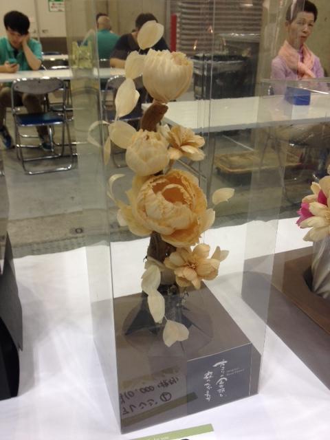木で作られた花